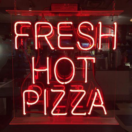 fresh-hot-pizza_t20_YXdnNx